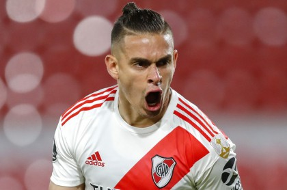 Argentina's River Plate forward, Colombian Rafael Santos Borre, celebrates after scoring against Ecuador's Liga de Quito, during their closed-door Copa Libertadores group phase football match at the Libertadores de America (Monumental) Stadium in Avellaneda, Buenos Aires, Argentina, on October 20, 2020, amid the COVID-19 novel coronavirus pandemic. (Photo by AGUSTIN MARCARIAN / various sources / AFP)