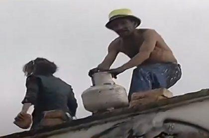 Imagen del hombre que amenazó con hacer estallar un cilindro de gas en Bogotá.