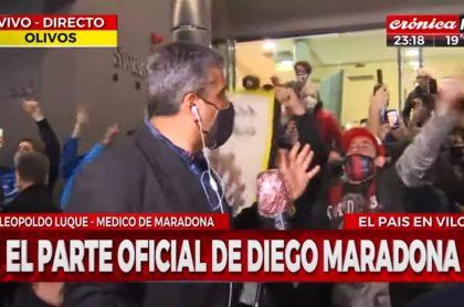 Prensa, insultada por seguidores de Maradona en hospital
