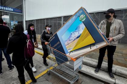 Foto ilustrativa del tercer día sin IVA en Colombia.