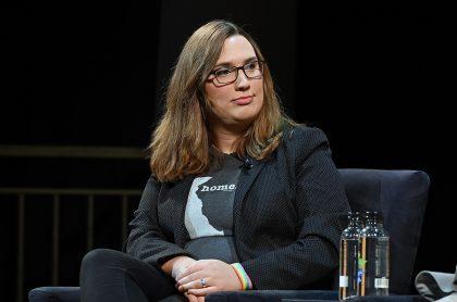 Sarah McBride, quien fue la primera senadora transgénero elegida en Estados Unidos, en un evento público.