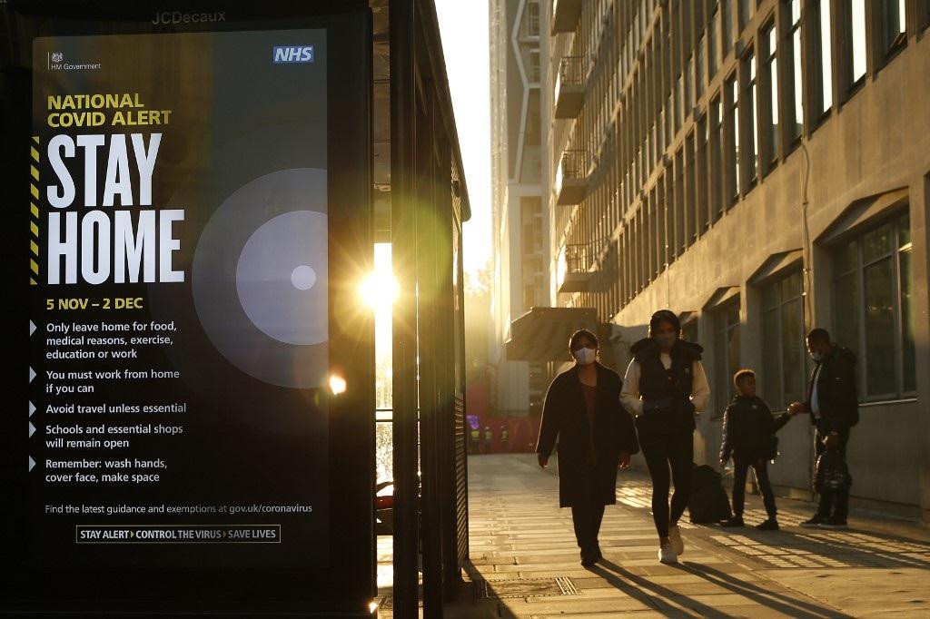 En Inglaterra, los ciudadanos tendrán un nuevo confinamiento de, por lo menos, cuatro semanas. Los cafés y restaurantes tendrán que cerrar y solo podrán vender a domicilio. Colegios y universidades permanecerán abiertos / AFP.