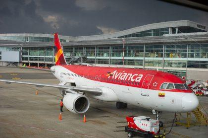 Avión de Avianca ilustra nota sobre cargos que Supertransporte le formuló a la empresa, por vulnerar derechos de pasajeros