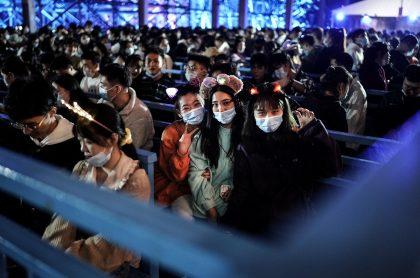 Decenas de personas en Wuhan denunciaron que el gobierno de China quiere silenciarlos sobre el COVID-19 ante la visita de la OMS.