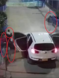 Imagen de los delincuentes que huyeron corriendo al verse encerrados, en Bogotá.
