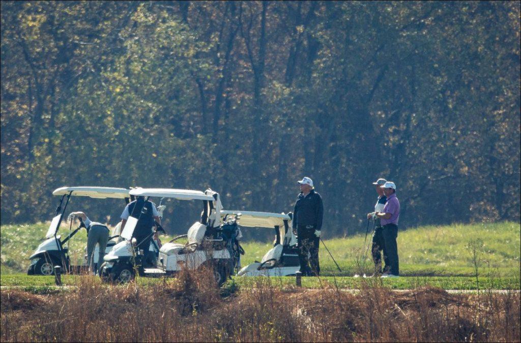 Trump dejó la Casa Blanca y se fue a jugar golf tras derrota con Biden - AFP
