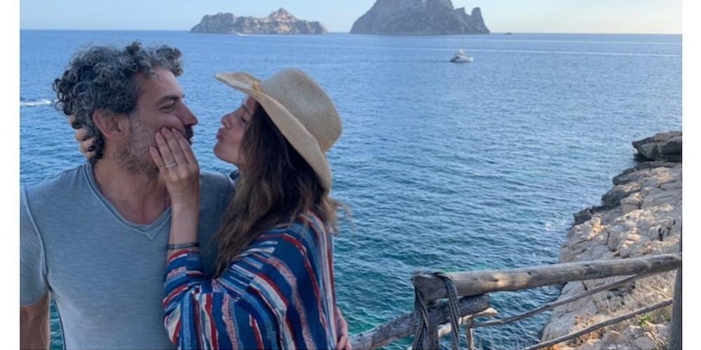 Foto de Paola Turbay y su esposo Alejandro Estrada, quienes llevan 26 años de matrimonio