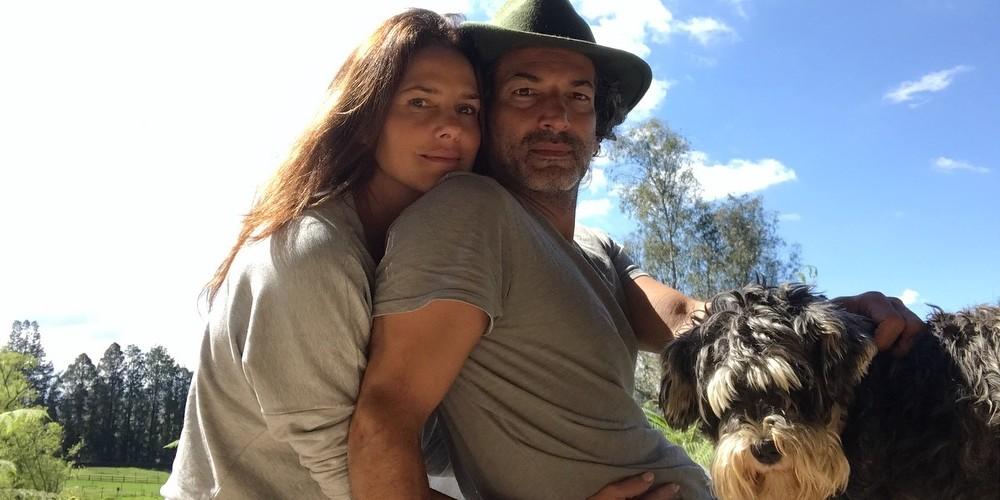Foto de Paola Turbay y su esposo Alejandro Estrada, quienes llevan 28 años de relación