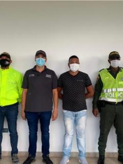 Alias 'Tigre' tras su captura por miembros de la Policía Nacional y la Fiscalía General.