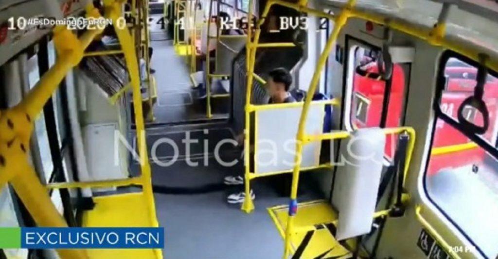 Captura de pantalla de Noticias RCN que muestra cómo asesinaron a Oswaldo Muñoz.