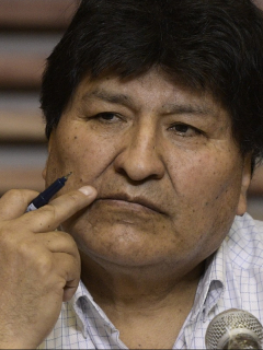 Evo Morales gesticula, que regresa este lunes a Bolivia, habla durante una rueda de prensa en Buenos Aires, el 22 de octubre de 2020.