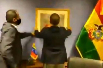 Maduro recupera embajada en Bolivia.