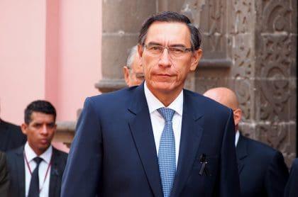 Martín Vizcarra, quien fue destituido de la presidencia de Perú, en un acto público.