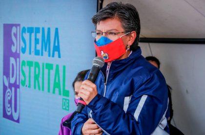 La alcaldesa Claudia López, en un acto público, a propósito del lío por sus declaraciones contra los venezolanos.