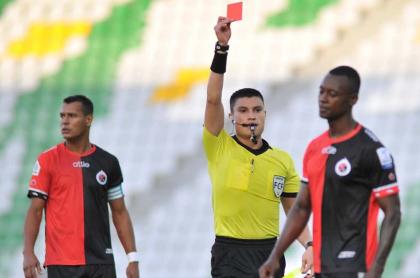 Jugadores del Cúcuta en partido de la liga, equipo que podría jugar sin importar que se haya ordenado su liquidación