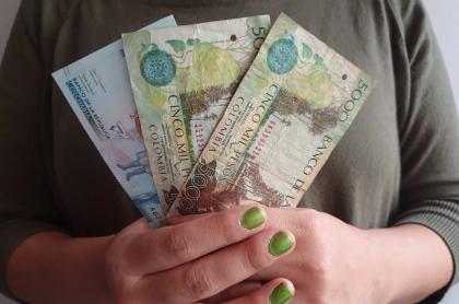 Imagen ilustrativa de pesos colombianos para el pago de la prima.
