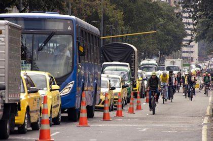 Imagen de vía de Bogotá ilustra nota sobre movilidad en Bogotá, trancones, ciclorrutas e inseguridad.