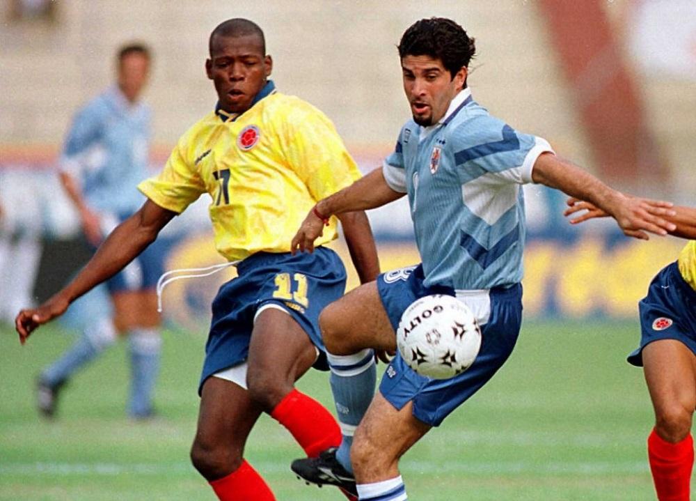 El 07 de julio de 1996, en Barranquilla, Colombia le ganó 3-1 a Uruguay en el camino a Francia 98. Era la primera eliminatoria en la que jugaban todas las selecciones entre sí. A los 'charrúas' les fue mal estrenándose en el Metropolitano.