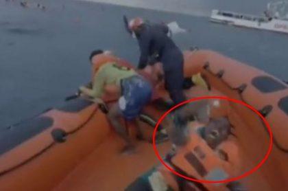 Captura de pantalla de desgarrador grito de madre que perdió a hijo en naufragio