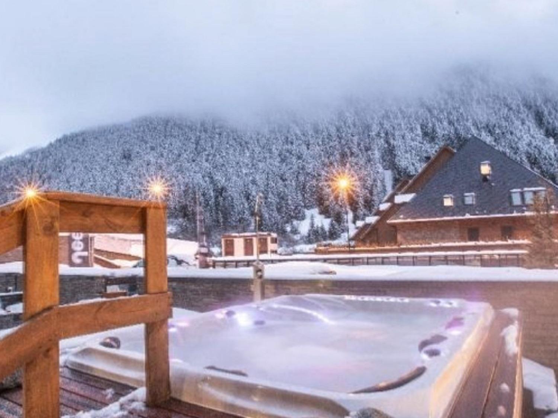 Las habitaciones del hotel están basadas en decoración de alta montaña y con vistas al valle de la zona / Tomada de la cuenta de Instagram hotelmimbaqueira.