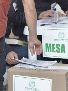 Varios parlamentarios aseguraron que había peligro de que se eliminara la ley que impide que recursos públicos terminen en campañas electorales.