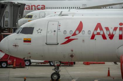 Avión de Avianca, empresa que experimenta una crisis financiera por cuenta del Covid-19.