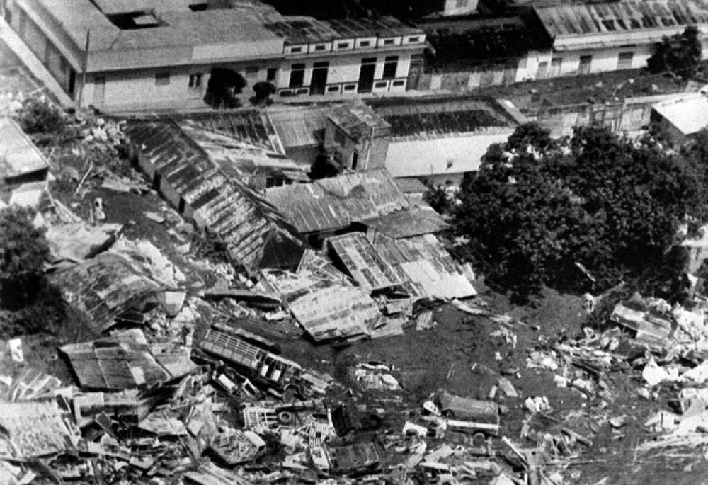 Toma aérea de Armero. Camiones, automóviles y edificios yacían esparcidos por lo que solía ser el centro de la ciudad / AFP.