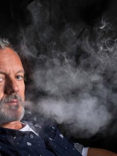 Científicos señalan que utilizar cigarrillo electrónico puede aumentar el riesgo de padecer enfermedades respiratorias.