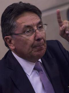 'Firmatón' contra puesto de embajador de Néstor H. Martínez