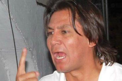 Eduardo Pimentel, máximo accionista del Boyacá Chicó, discutiendo.