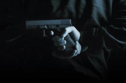 Hombre con arma.