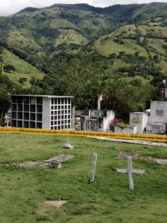 Hallan 17 cuerpos más en cementerio de Dabeiba