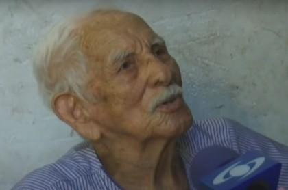 Juan Manuel, el anciano de 102 años en San Andrés que dijo que no sintió el paso del huracán Iota