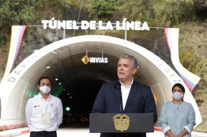 Iván Duque en la inauguración del Túnel de la Línea, en el que se puso una placa con su nombre, que ordenaron retirar.