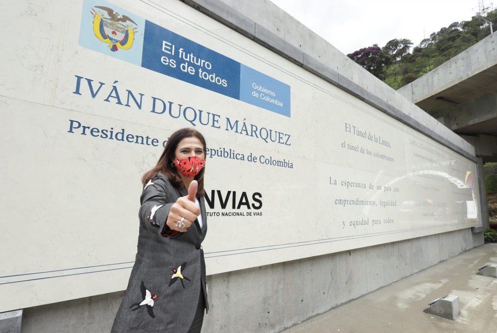 Placa con el nombre de Iván Duque instalada en el Túnel de La Línea /Ministerio de Transporte