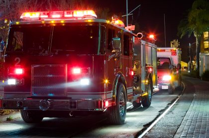 Imagen de camión de bomberos ilustra nota de falso incendio que reportaron en Cali, para que les llenaran la piscina.