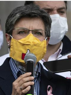 """Ernesto Macías, que dijo que el """"populismo"""" de Claudia López no se criticaba con abucheos, y la alcaldesa de Bogotá. (Fotomontaje de Pulzo)"""