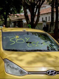Taxis de Colombia ilustran notan sobre puntos de encuentro de paro de taxistas en Bogotá