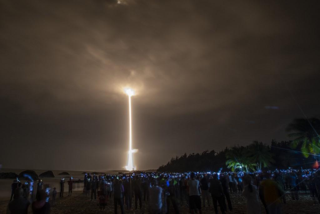 Un cohete Long March 5 que lleva la sonda lunar Chang'e-5 de China se lanzó desde el Centro Espacial Wenchang en la isla de Hainan, en el sur de China / AFP.