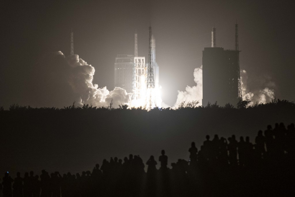 Su misión es traer de vuelta rocas lunares, el primer intento de cualquier nación para recuperar muestras de la Luna en cuatro décadas / AFP.