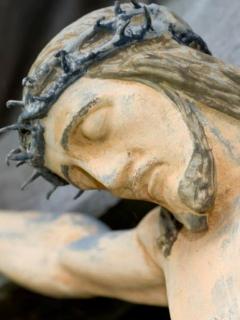 Imagen de Jesús crucificado, ilustra nota de arqueólogo que asegura haber encontrado casa donde vivió Jesús de niño