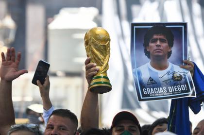 Aficionados despiden a Diego Armando Maradona en Buenos Aires, Argentina.