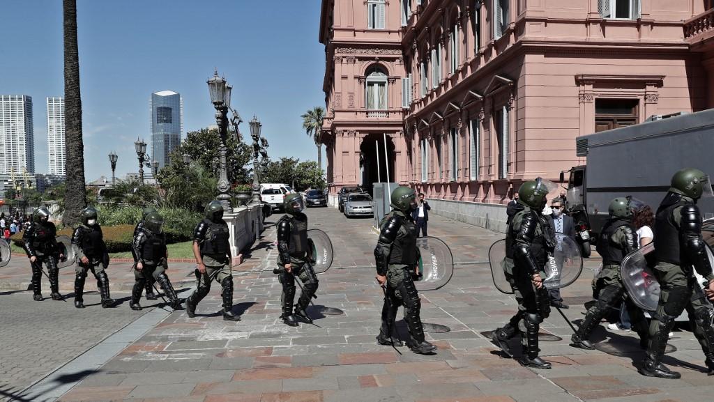 Disturbios, gases lacrimógenos, agresiones físicas y balas de goma fueron algunos de los elementos que hicieron parte del panorama alrededor de la Casa Rosada / AFP.