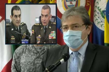 Carlos Holmes Trujillo, en rueda de prensa en la que habló de la disputa legal entre los generales de la Policía Óscar Atehortúa y William Salamanca