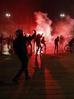 Foto de los intensos enfrentamientos que hubo en París.