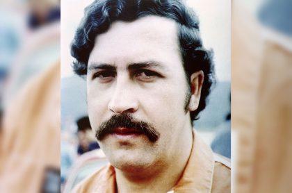 Foto de 1991 de Pablo Escobar, sobre quien se conoció porqué fue sepultado sin joyas.