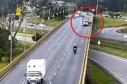 Conductor que arrojó a ciclista desde puente en Chía quedó libre