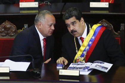 Diosdado Cabello y Nicolás Maduro en el parlamento de Venezuela.