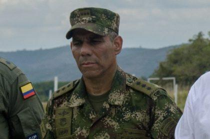 El comandante del Ejército Nacional quedó mal parado en una carta de despedida del saliente director de doctrina militar.