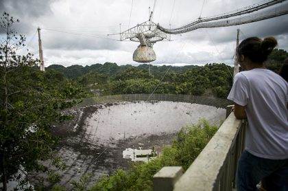 Telescopio de Arecibo colapsa.